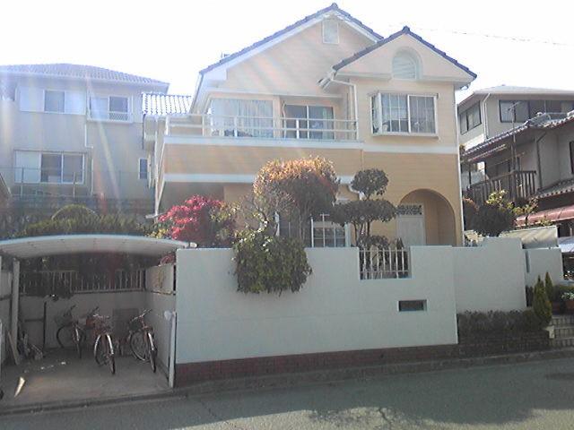 クリーム色の塗装後の神戸市M様邸