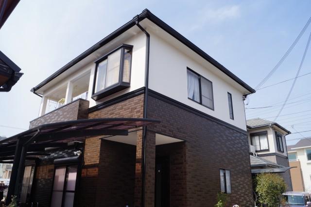 お洒落なツートンカラーになった塗装後の兵庫県姫路市W様邸