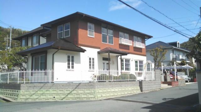 二階部分がオレンジの塗装後の兵庫県姫路市K様邸