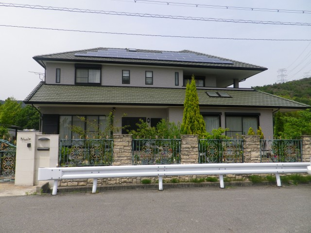 広い屋根が印象的な塗装後の兵庫県姫路市S様邸