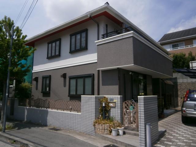 塗装後のツートンカラーになった兵庫県姫路市T様邸