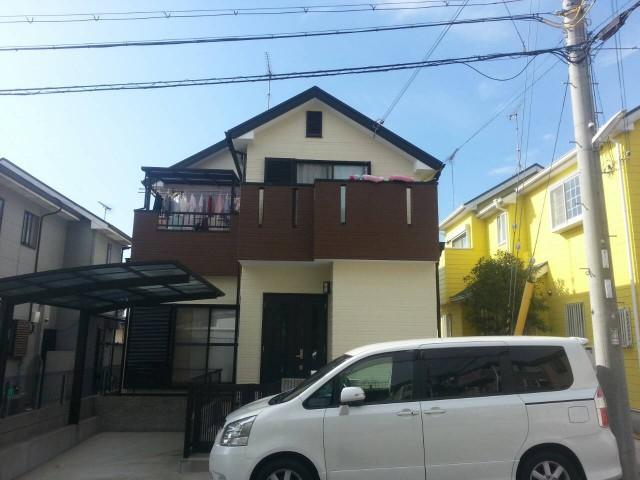ベランダの茶色がアクセントの塗装後の兵庫県神戸市Y様邸