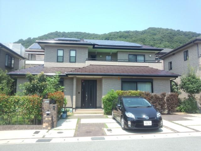 重なった屋根が印象的な塗装後の兵庫県姫路市M様邸