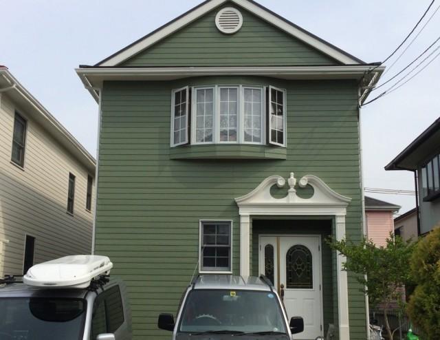 カーキ色で外壁塗装後の兵庫県神戸市M様邸