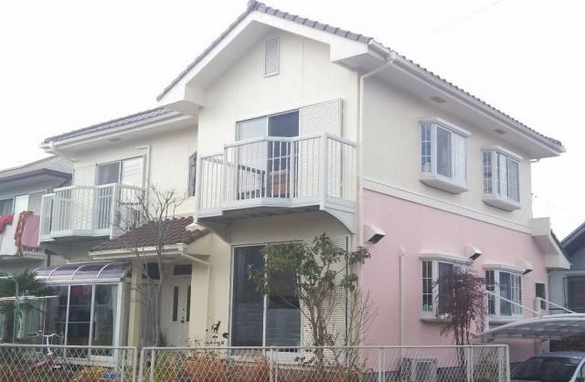 クリーム色と薄ピンク色の外観色の兵庫県三田市のT様邸