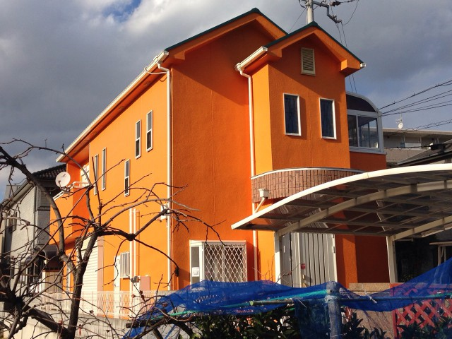 オレンジ色の外観明石市のT様邸