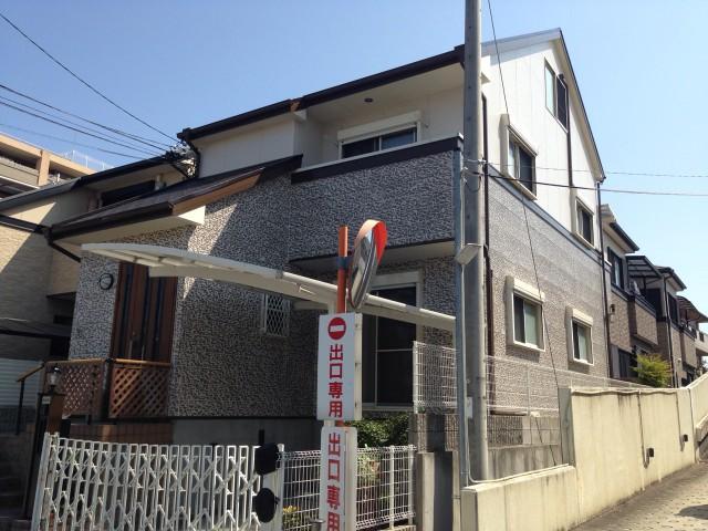塗装後のシックな色合いの兵庫県宝塚市のW様邸