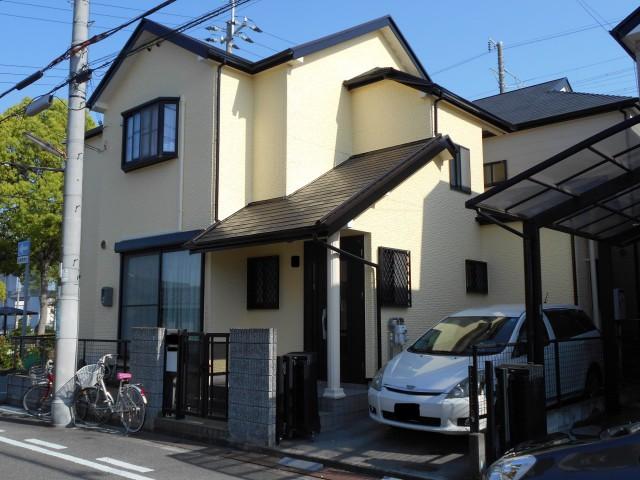 クリーム色のツートンカラーの兵庫県神戸市西区のA様邸